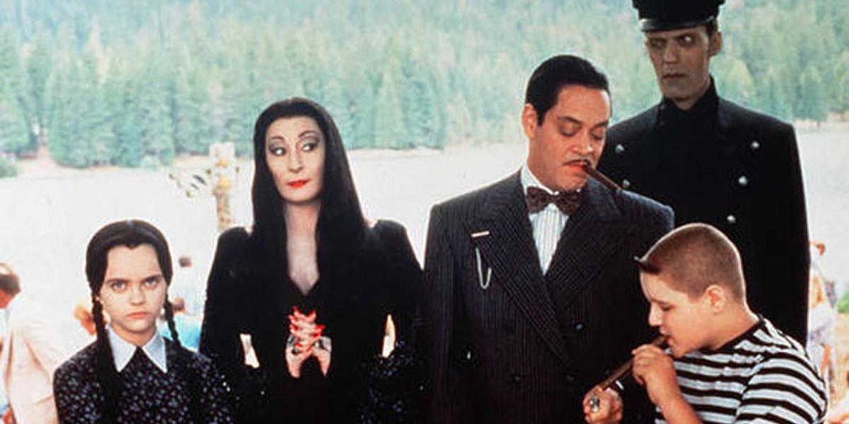 Tim Burton en conversaciones para encabezar la nueva serie de televisión Addams Family